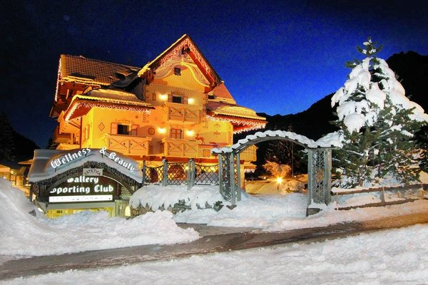 hotel-club-gran-chalet-soreghes-campitello-dolomiti-wintersport-italie-interlodge.jpg