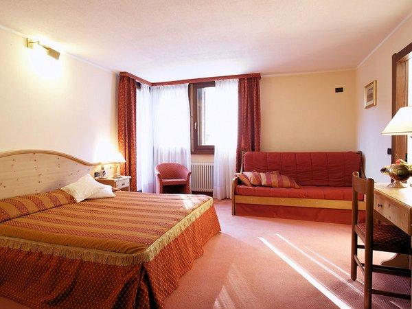 hotel-caminetto-slaapkamer-folgarida-skirama-dolomiti-wintersport-italie-ski-snowboard-raquettes-schneeschuhlaufen-langlaufen-wandelen-interlodge.jpg