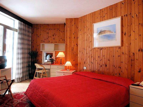 slaapkamer-hotel-portavescovo-arabba-dolomiti-superski-wintersport-italie-ski-snowboard-raquettes-schneeschuhlaufen-langlaufen-wandelen-interlodge.jpg