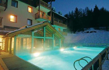 residence-les-alpages-de-val-cenis-zwembad-buiten-wintersport-frankrijk-ski-snowboard-raquettes-langlaufen-wandelen-interlodge.jpg