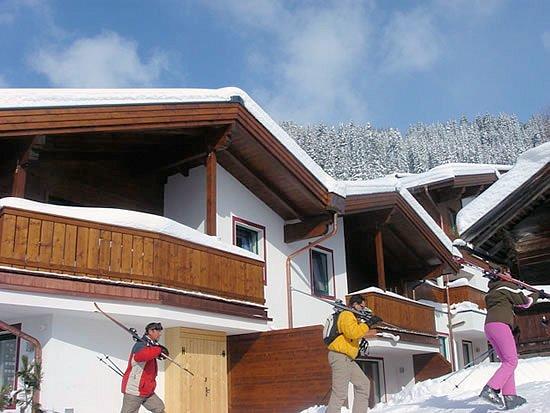 chalet-central-buitenkant-konigsleiten-zillertal-arena-oostenrijk-wintersport-ski-snowboard-raquette-schneeschuhlaufen-langlaufen-wandelen-interlodge.jpg