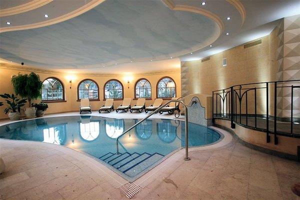 zwembad-hotel-bertelli-madonna-skirama-dolomiti-wintersport-italie-ski-snowboard-raquettes-langlaufen-wandelen-interlodge.jpg