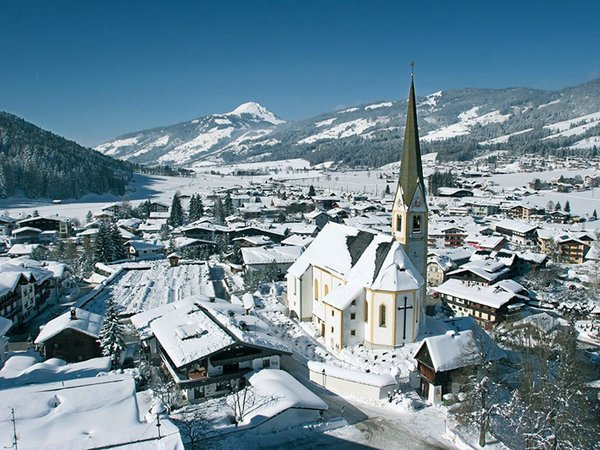 kerk-kirchberg-wintersport-oostenrijk-interlodge.jpg