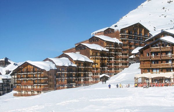 buitenkant-residence-le-cheval-blanc-val-thorens-les-trois-vallees-wintersport-frankrijk-ski-snowboard-raquettes-schneeschuhlaufen-langlaufen-wandelen-interlodge.jpg