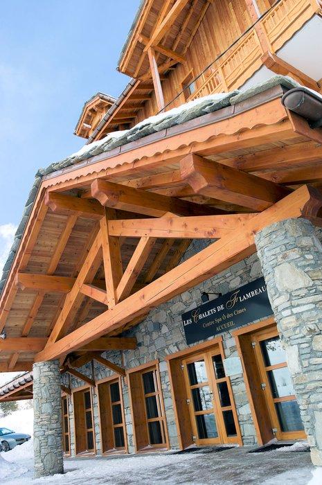entree-residence-les-chalets-de-flambeau-val-cenis-vanoise-wintersport-frankrijk-ski-snowboard-raquettes-schneeschuhlaufen-langlaufen-wandelen-interlodge.jpg