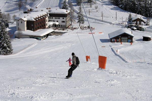 snowboarder-piste-les-houches-frankrijk-wintersport-ski-snowboard-raquette-schneeschuhlaufen-langlaufen-wandelen-interlodge.jpg