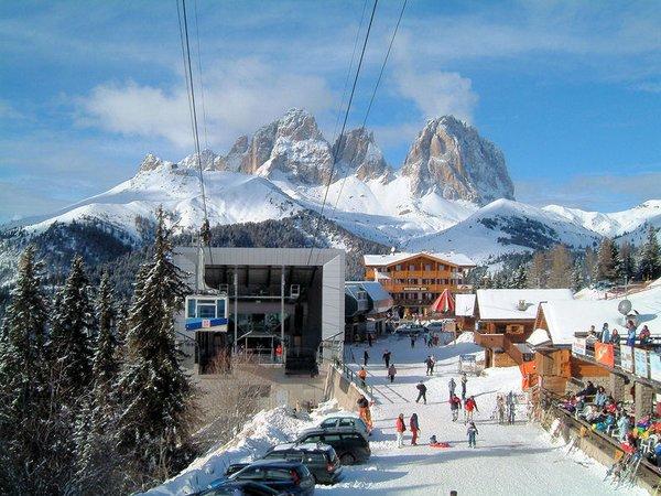 cabine-canazei-dolomiti-superski-italie-wintersport-ski-snowboard-raquettes-schneeschuhlaufen-langlaufen-wandelen-interlodge.jpg