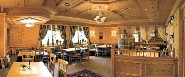stube-family-spa-resort-alpenpark-seefeld-olympia-region-wintersport-oostenrijk-interlodge.jpg