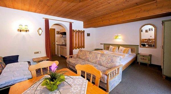 slaapkamer-landhaus-maridl-hart-im-zillertal-wintersport-interlodge.jpg