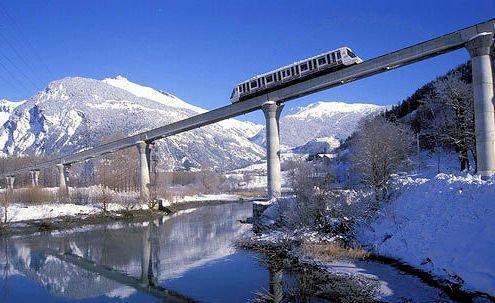 uitzicht-op-funiculaire-bourg-st-maurice-paradiski-wintersport-frankrijk-ski-snowboard-raquettes-schneeschuhlaufen-langlaufen-wandelen-interlodge.jpg