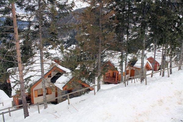 buitenzijde-chalets-clos-du-pre-oz-en-oisans-grandes-rousses-frankrijk-wintersport-ski-snowboard-raquettes-schneeschuhlaufen-langlaufen-wandelen-interlodge.jpg