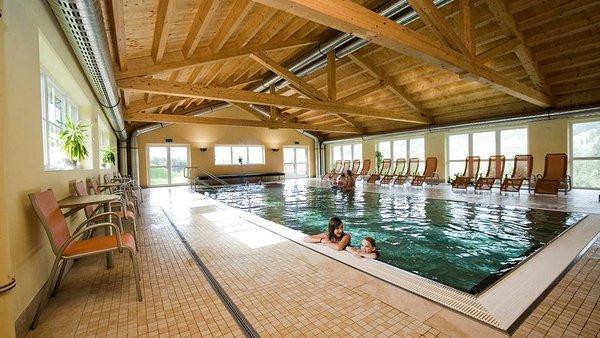 chalets-alpendorf-badkmer-zwembad-dachstein-west-wintersport-oostenrijk-interlodge