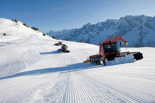 pistedienst-zillertal-arena-konigsleiten-oostenrijk-wintersport-ski-snowboard-raquette-schneeschuhlaufen-langlaufen-wandelen-interlodge.jpg
