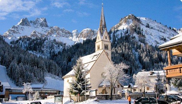 kerk-arabba-dolomiti-superski-wintersport-italie-ski-snowboard-raquettes-schneeschuhlaufen-langlaufen-wandelen-interlodge.jpg
