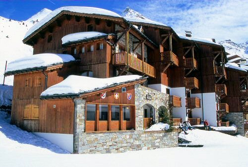 buitenkant-le-chalet-des-cimes-belle-plagne-paradiski-wintersport-frankrijk-ski-snowboard-raquettes-langlaufen-wandelen-interlodge.jpg