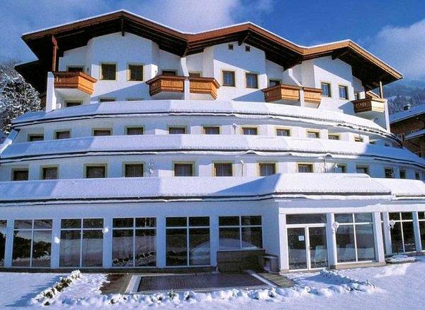 ferienhotel-hoppet-hart-im-zillertal-wintersport-interlodge.jpg