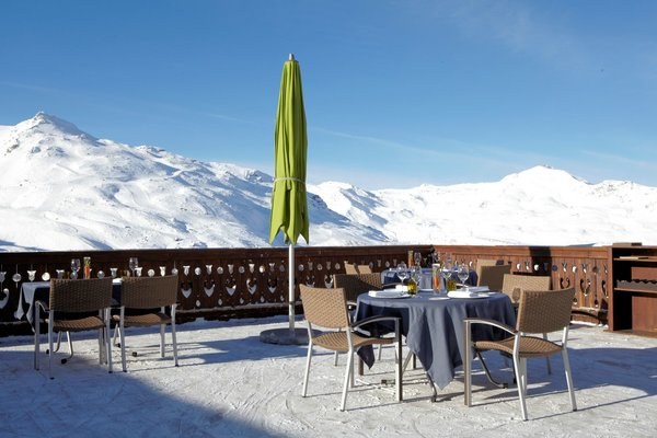 terras-restaurant-jean-sulpice-chalet-oxalys-val-thorens-les-trois-vallees-wintersport-frankrijk-skien-snowboarden-langlauf-wandelen-interlodge.jpg