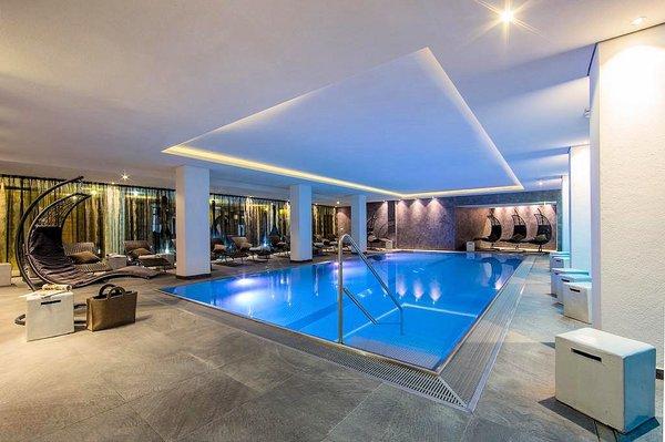 hotel-latini-zwembad-schuttdorf-zell-am-see-europa-sportregion-wintersport-oostenrijk-interlodge.jpg