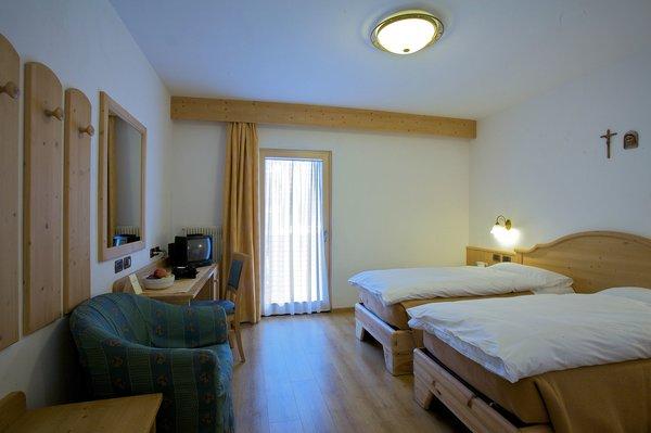 hotel-diana-kamer-losse-bedden-canazei-dolomiti-italie-wintersport-ski-snowboard-raquettes-schneeschuhlaufen-langlaufen-wandelen-interlodge.jpg
