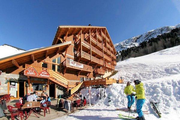 buitenkant-chalet-des-neiges-oz-en-oisans-wintersport-frankrijk-interlodge.jpg