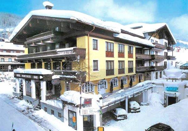 buitenkant-hotel-panther-saalbach-skicircus-wintersport-oostenrijk-interlodge.jpg