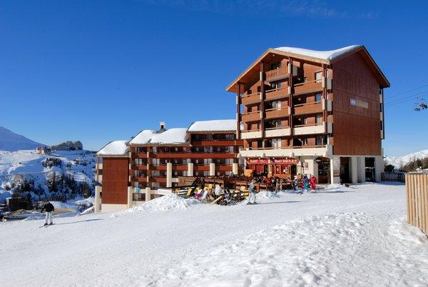 buitenkant-residence-le-cervin-plagne-soleil-paradiski-wintersport-frankrijk-ski-snowboard-raquettes-schneeschuhlaufen-langlaufen-wandelen-interlodge.jpg