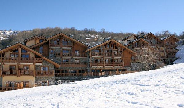 buitenzijde-les-chalets-du-gypse-saint-martin-des-belleville-les-trois-vallees-wintersport-frankrijk-ski-snowboard-raquettes-schneeschuhlaufen-langlaufen-wandelen-interlodge.jpg
