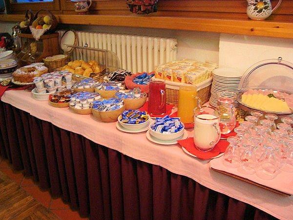 hotel-lyskamm-ontbijtbuffet-matterhorn-ski-paradise-aosta-wintersport-italie-interlode.jpg