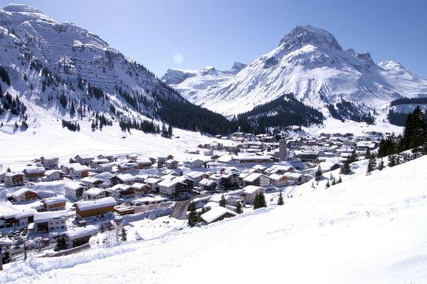 lech-am-arlberg-panorama-oostenrijk-wintersport-ski-snowboard-raquettes-schneeschuhlaufen-langlaufen-wandelen-interlodge.jpg
