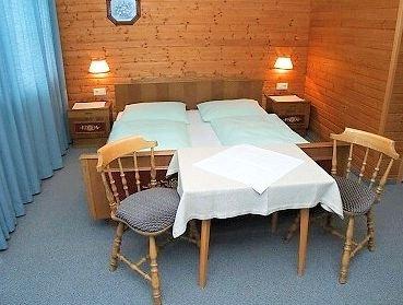 slaapkamer-pension-erlerhof-ried-im-zillertal-wintersport-oostenrijk-interlodge