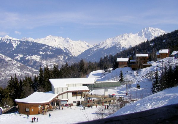 gondelbaan-la-tania-les-trois-vallees-wintersport-frankrijk-ski-snowboard-raquettes-langlaufen-wandelen-interlodge.jpg