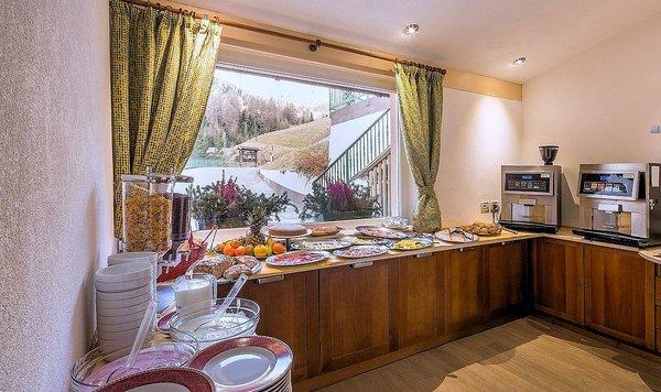 ontbijtbuffet-bellavista-arabba-wintersport-italie-ski-dolomiti-interlodge.jpg
