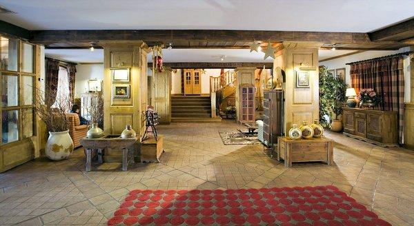 receptie-hotel-village-montana-tignes-le-lac-espace-killy-frankrijk-wintersport-ski-snowboard-raquettes-schneeschuhlaufen-langlaufen-wandelen-interlodge.jpg