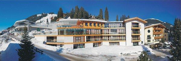 buitenzijde-appartementen-sonneck-konigsleiten-zillertal-arena-wintersport-oostenrijk-ski-snowboard-raquttes-schneeschuhlaufen-langlaufen-wandelen-interlodge.jpg