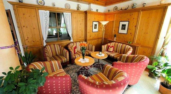 lounge-hotel-elisabeth-fugen-wintersport-interlodge.jpg