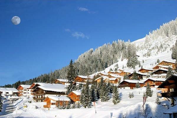 dorp-konigsleiten-zillertal-arena-oostenrijk-wintersport-ski-snowboard-raquette-schneeschuhlaufen-langlaufen-wandelen-interlodge.jpg