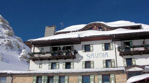 buitenkant-hotel-savoia-dolomiti-superski-wintersport-italie-interlodge