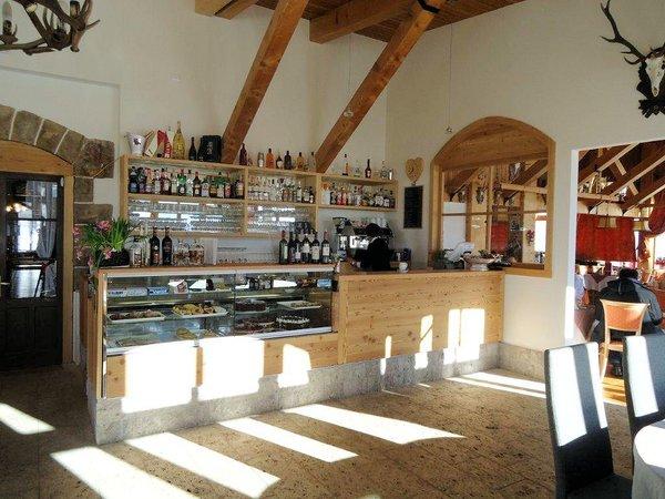 passo-pordoi-hotel-pordoi-bar-buffet-canazei-sella-ronda-dolomiti-wintersport-italie-ski-snowboard-raquettes-schneeschuhlaufen-langlaufen-wandelen-interlodge.jpg