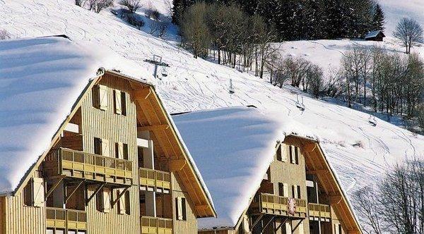buitenkant-residence-la-fontaine-du-roi-st-jean-d-arves-wintersport-frankrijk-ski-snowboard-langlauf-wandelen-interlodge.jpg