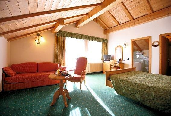 hotel-bertelli-kamer-madonna-skirama-dolomiti-wintersport-italie-ski-snowboard-raquettes-langlaufen-wandelen-interlodge.jpg