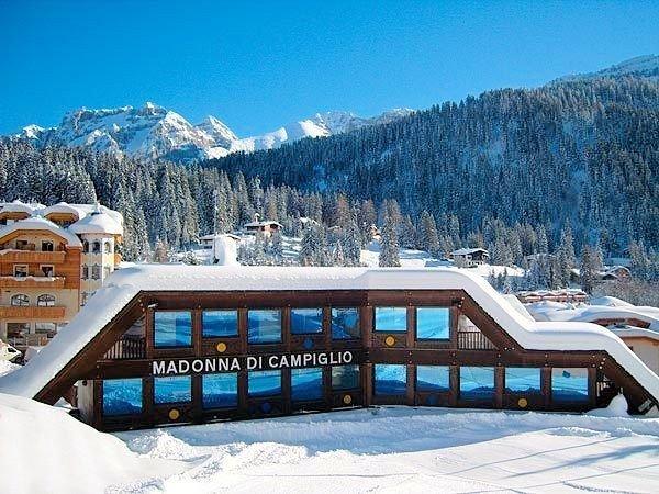 aankomst-madonna-di-campiglio-skirama-dolomiti-wintersport-italie-ski-snowboard-raquettes-schneeschuhlaufen-langlaufen-wandelen-interdloge.jpg