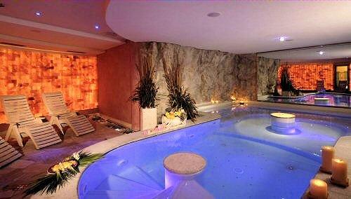 grotta-botton-d-oro-hotel-tevini-commezzadura-skirama-dolomiti-wintersport-italie-ski-snowboard-raquettes-schneeschuhlaufen-langlaufen-wandelen-interlodge.jpg