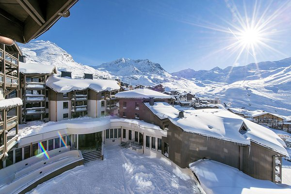 buitenkant-residence-le-hameau-du-kashmir-val-thorens-les-trois-vallees-wintersport-frankrijk-ski-snowboard-raquettes-schneeschuhlaufen-langlaufen-wandelen-interlodge.jpg