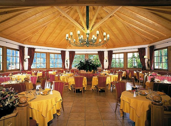 restaurant-hotel-bertelli-madonna-skirama-dolomiti-wintersport-italie-ski-snowboard-raquettes-langlaufen-wandelen-interlodge.jpg