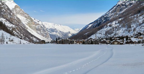 """panorama-ta""""sch-zwitserland-wintersport-ski-snowboard-raquette-schneeschuhlaufen-langlaufen-wandelen-interlodge.jpg"""