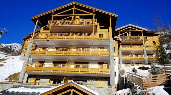 buitekant-les-balcons-etoiles-chamapgny-paradiski-wintersport-frankrijk-interlodge.jpg