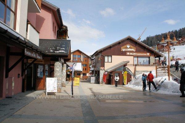 peisey-vallandry-straat-centrum-paradiski-wintersport-frankrijk-ski-snowboard-raquettes-schneeschuhlaufen-langlaufen-wandelen-interlodge.jpg