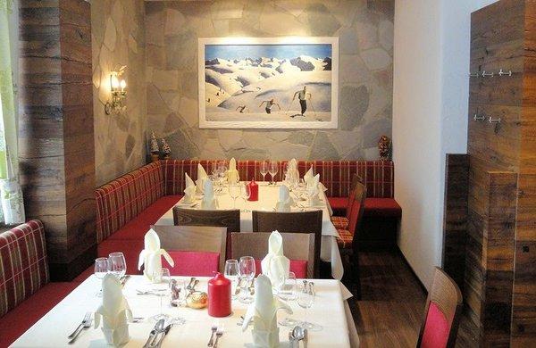 tafels-landhotel-pettneuerhof-pettneu-am-arlberg-wintersport-oostenrijk-interlodge.jpg