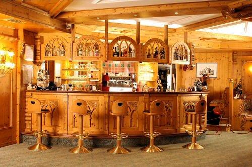 hotel-tevini-bar-commezzadura-skirama-dolomiti-wintersport-italie-ski-snowboard-raquettes-schneeschuhlaufen-langlaufen-wandelen-interlodge.jpg