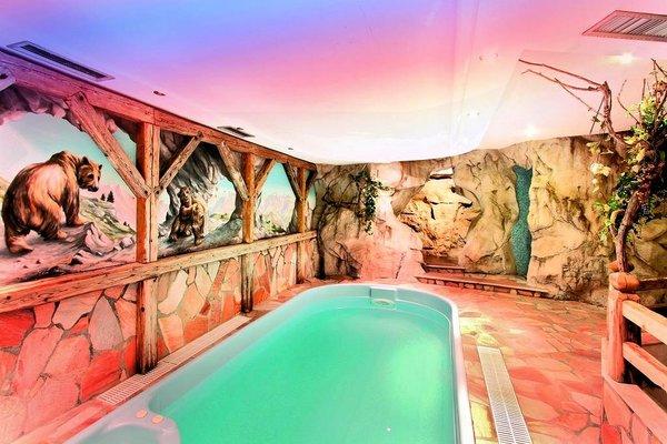 zwembad-gran-chalet-soreghes-campitello-dolomiti-wintersport-italie-interlodge.jpg